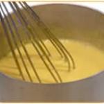 Fare bollire per circa 30 secondi, mescolando continuamente con la frusta