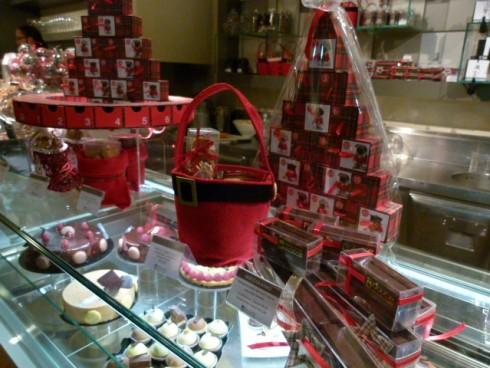 Aria di Natale sul banco della pasticceria