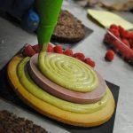 Torta vegana ai lamponi e pistacchio