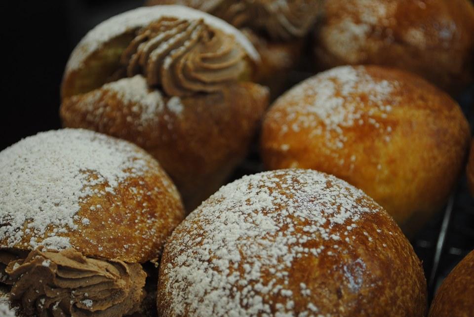 Zucchero a velo e cannella sulle Briochette
